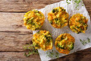 Muffins mit Brokkoli und Käse