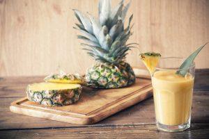 Sojamilchshake mit Ananas, Feigen und Quark
