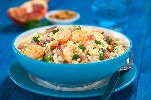 Couscous mit Krabben, Granatapfel und Mandeln