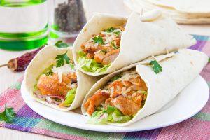 Wrap mit scharfem Hühnchen und Parmesan