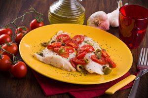 Fisch mit Kirschtomaten und Oliven
