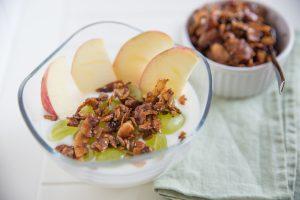 Apfel-Weintrauben-Müsli mit Eiweißpulver