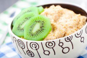 Porridge mit Kiwi
