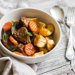 Rindfleischeintopf mit Rosmarinkartoffeln und Karotten