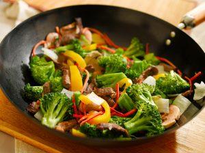 Rindfleischstreifen mit Brokkoli und Paprika