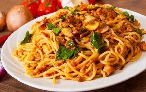 Vollkornspaghetti mit Hackfleisch und Champignons