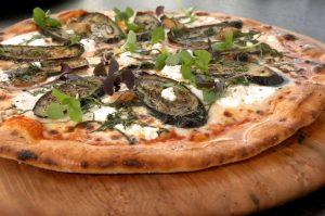 Pizza (Tortilla) mit Mozzarella und Aubergine – Express