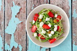 Zoodle-Salat griechischer Art