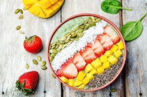 Smoothie Bowl mit Blattspinat und Joghurt