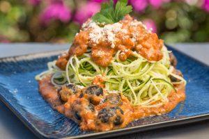 Zoodles mit Auberginen-Tomaten-Sauce
