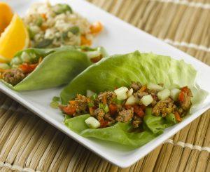 Salatröllchen mit Hackfleisch und Melone
