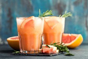Blutorangen-Grapefruit-Smoothie mit Rosmarin