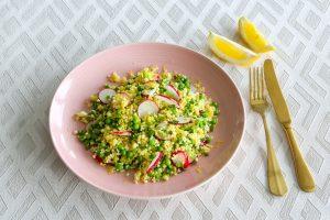 Couscous mit Erbsen, Radieschen und Zitrone
