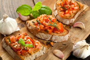 Bruschetta mit Tomate, Olivenöl und Knoblauch