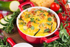 Schneller Auflauf mit Kartoffel, Tomaten, Zucchini und Käse