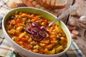 Bohneneintopf mit Sellerie, Möhren und Paprika