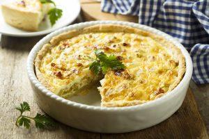 Kartoffel-Quiche mit Zwiebel und Schinken