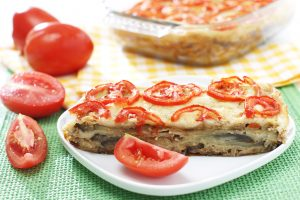 Kartoffel-Tomaten-Tortilla mit Käse überbacken