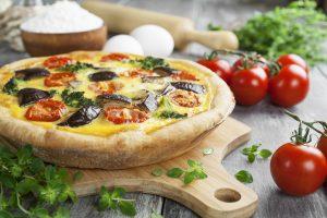 Quiche mit Kirschtomaten, Brokkoli und Aubergine