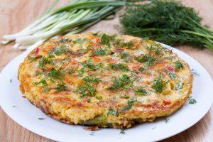 Tortilla mit grünen Bohnen, Kichererbsen, Frühlingszwiebeln und Dill
