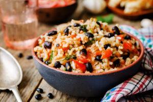 Reispfanne mit Kidneybohnen und Tomaten