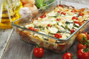 Auflauf mit Zucchini, Mozzarella und Schafskäse
