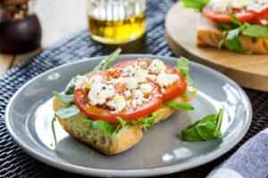 Baguette mit Tomaten und Feta
