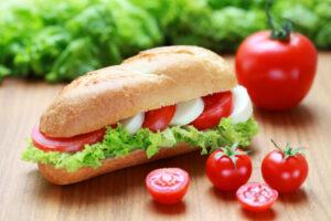Baguette mit Tomaten und Mozzarella