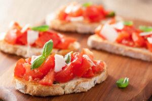 Bruschetta mit Tomaten und Parmesan