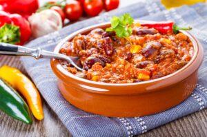 """Schnelles """"chili con carne"""" mit Mais und Kidneybohnen"""