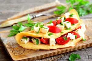 Fetakäse-Omelett mit Eiklar und Tomaten