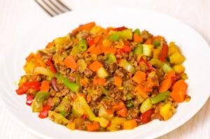Hackfleischpfanne mit Bohnen, Kartoffeln und Gemüse