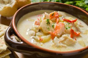 Meeresfrüchteeintopf mit Kartoffel und Kresse