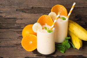 Sojamilchshake mit Orange, Banane und Quark