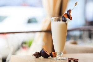 Milchshake mit Pflaumen, Quark und Joghurt
