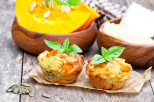 Mozzarella-Muffins mit Hokkaido und Kürbiskernen