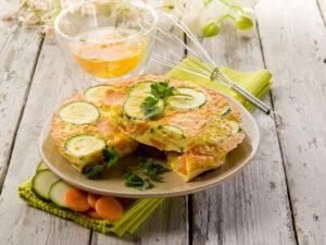 Omelett mit Zucchini und Karotten