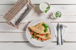 Pfannkuchen mit Kräuterquark und Lachs