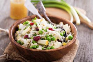 Reissalat mit Apfel, Cranberries und Erbsen