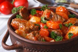 Rindfleischeintopf mit Tomaten und Möhren