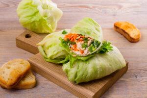 Salatröllchen mit Schweinebraten-Meerrettichfüllung