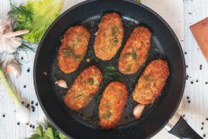 Sellerieschnitzel mit Dill-Knoblauchdip