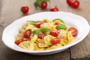 Tortellini mit Käse und Tomaten