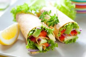 Wrap mit Avocado und Paprika